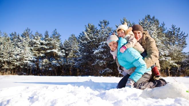Familie-Schnee_iStock_000014321952_Medium_S