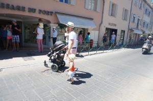 Papa und Sohn beim shopping