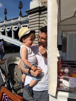 Eis essen an der Seine