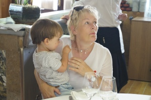Leo mit Oma
