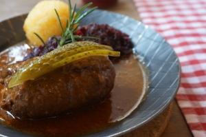 Rinderroulade mit Blaukraut und Kartoffelknödel